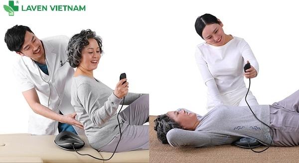 được thiết kế để làm tăng trải nghiệm cho người dùng khi sử dụng máy massage trên các bề mặt mềm như giường ngủ, ghế dài hoặc đệm cao su. Quý khách có thể sử dụng cả mặt trước lẫn mặt sau.
