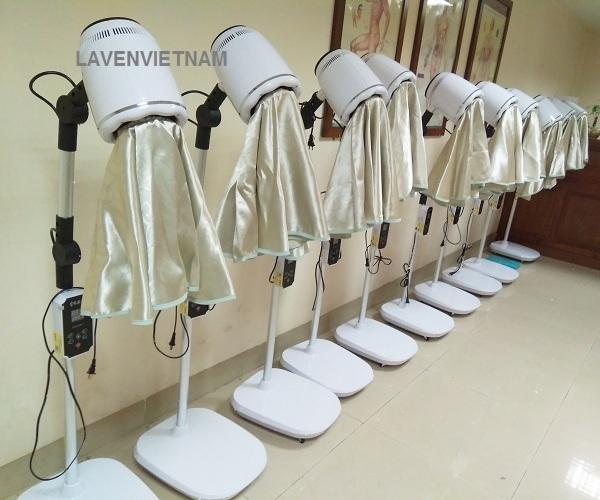Đèn xông ngải hồng ngoại LV1 với màu chủ đạo là màu trắng phù hợp với phòng spa, diện chẩn, y học cổ truyền