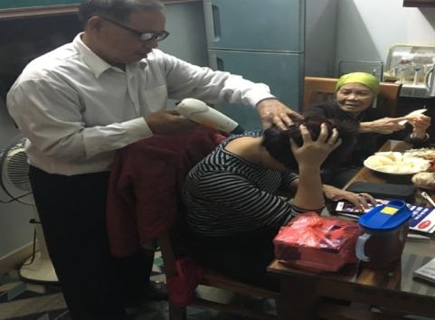 Sử dụng máy cứu ngải trong trị liệu đau vai gáy, đau cổ