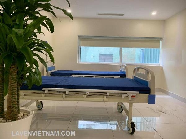 Giường bệnh nhân 1 tay quay TaJerMy G01B thiết kế đẹp, dễ dàng chăm sóc bệnh nhân