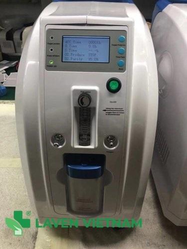Màn hình LCD dễ dàng giúp bạn theo dõi các chỉ số thời gian, lưu lượng oxy và nồng độ oxy tiêu chuẩn