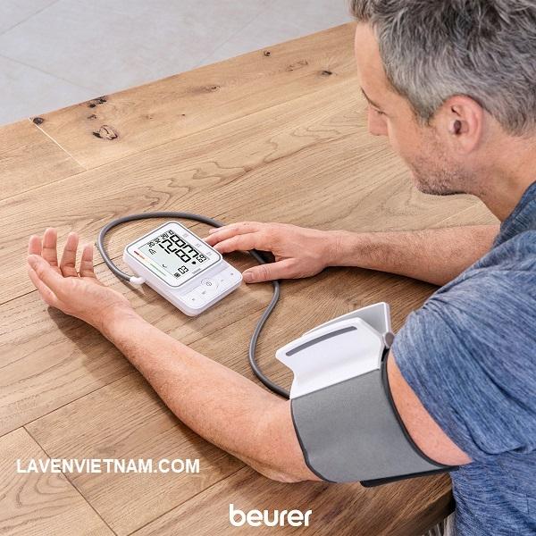 Máy đo huyết áp bắp tay easyClip Beurer BM51 - cải tiến giúp đo huyết áp của bạn dễ dàng hơn bao giờ hết.