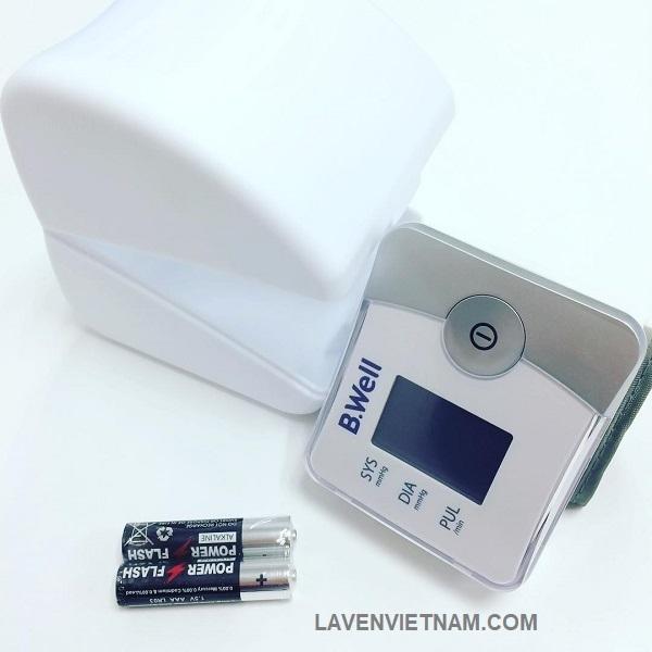 Sử dụng pin AAA dễ thay thế khi hết pin