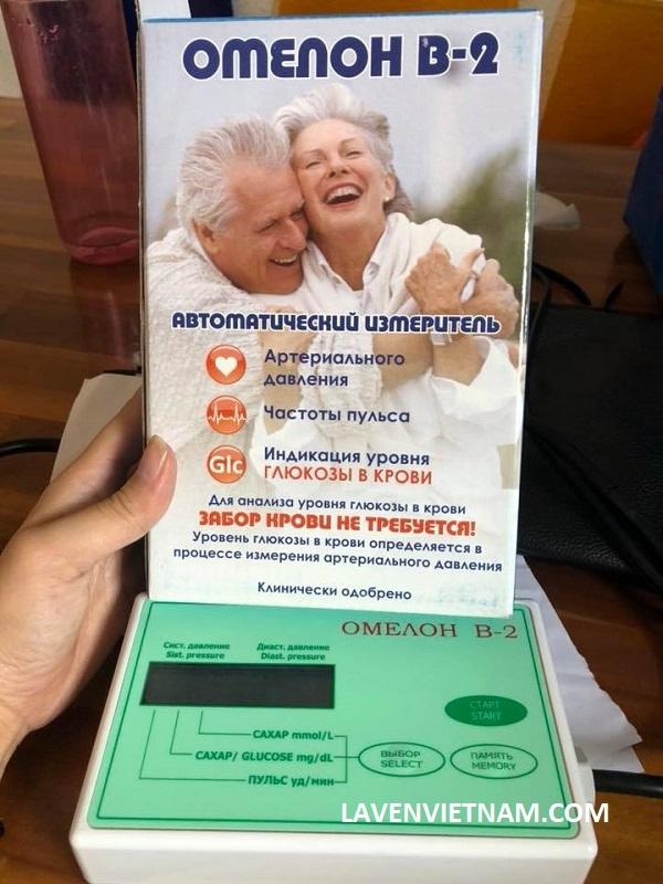 Thiết kế máy đo đường huyết Omelon dễ sử dụng, màn hình lớn