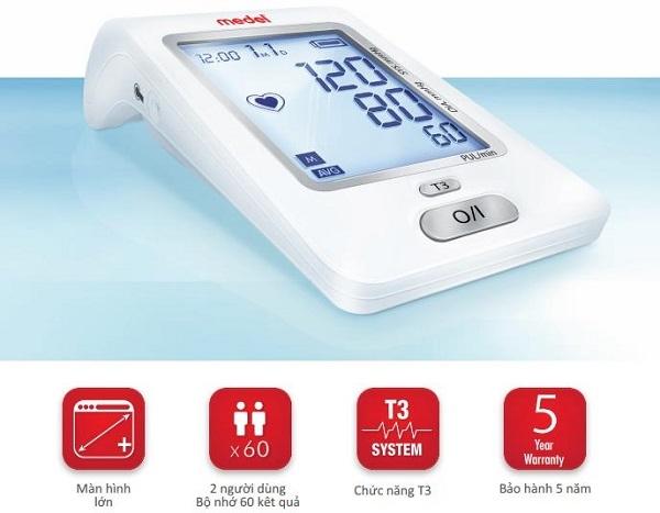 Máy đo huyết áp Medel Check có màn hình lớn và đèn nèn dễ đọc kết quả, thậm chí cả trong bóng tối hoặc ở các môi trường thiếu sáng.