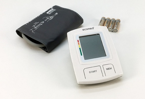 Máy đo huyết áp bắp tay Medisana BU 92E