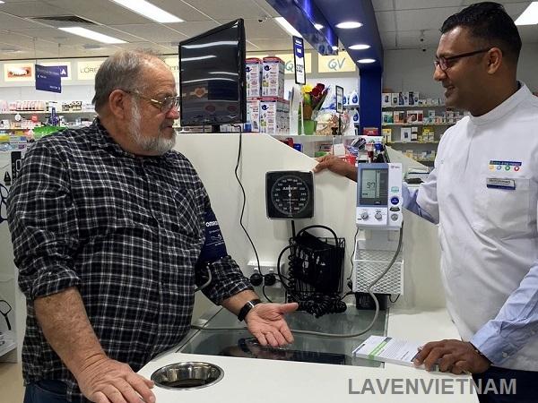 Máy đo huyết áp chuyên dụng Omron HEM-907