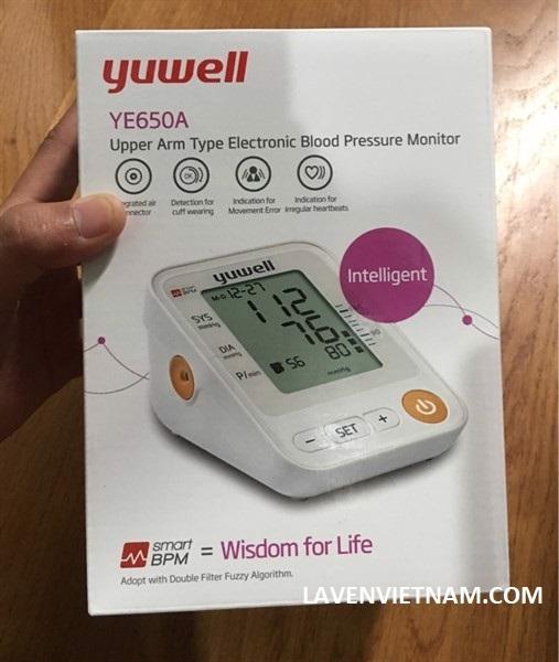 Máy có chức năng đo huyết áp tối đa, huyết áp tối thiểu, nhịp tim, chức năng báo nhịp tim rối loạn và cột báo mức độ huyết áp theo tiêu chuẩn của Tổ chức Y Tế Thế Giới WHO.