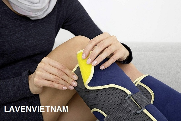 Bốt trị liệu áp suất Beurer FM150 thực hiện massage nén hồi sinh qua chân với các tế bào khí tích hợp làm phồng và xẹp lưu thông máu kích thích.
