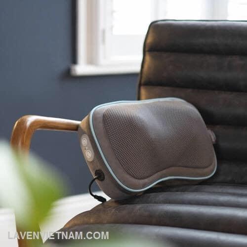 Các nút massage gel trong chiếc gối du lịch di động này cho phép bạn chạm vào tự nhiên giúp thư giãn các cơ đang căng thẳng của bạn.