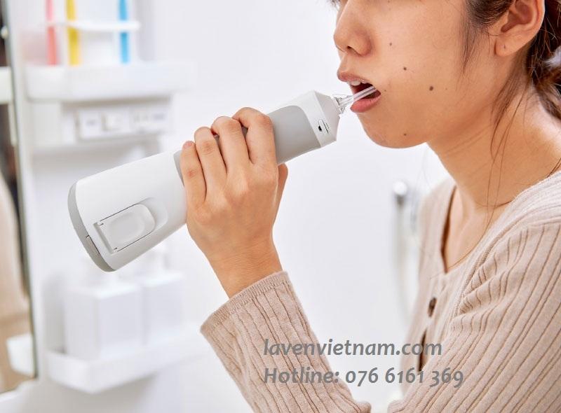 Chăm sóc răng miệng bằng máy tăm nước được bác sĩ Nha khoa khuyên dùng