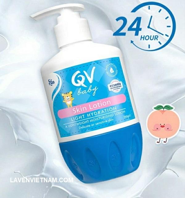 QV Baby Skin Lotion là một loại kem dưỡng ẩm nhẹ. Nó chứa vitamin B3 giúp duy trì chức năng hàng rào bảo vệ da cho làn da mỏng manh hoặc nhạy cảm.