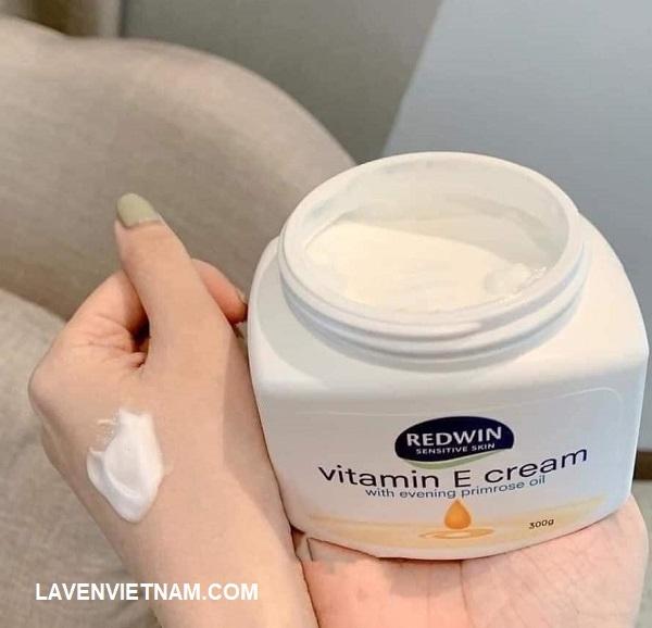 Kem dưỡng ẩm da Redwin vitamin E thẩm thấu nhanh, dưỡng ẩm lâu nhanh, hương thơm nhẹ, phù hợp với mọi loại da, hạn chế gây kích ứng