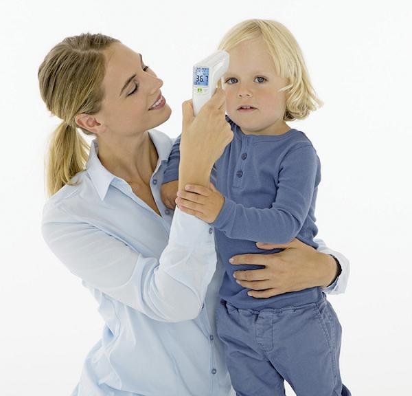 Nhiệt kế điện tử đo trán Beurer FT100 dễ dàng đo thân nhiệt của trẻ