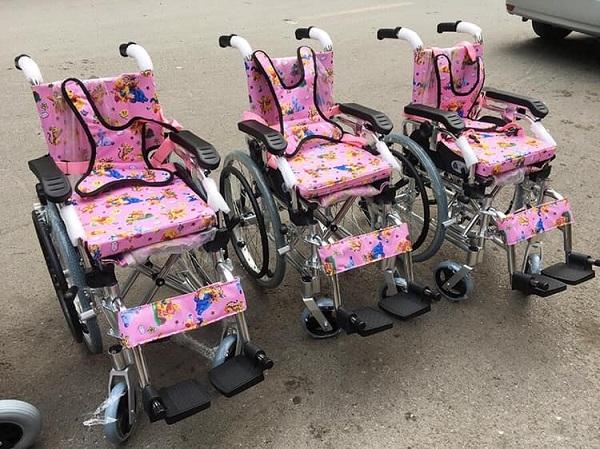 Sản phẩm Xe lăn trẻ em Lucass X98L thường được sử dụng làm quà tặng cho trẻ khuyết tật