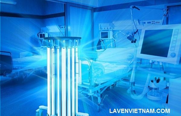 Đèn chiếu tia UV được sử dụng nhiều trong hệ thống bệnh viện, đặc biệt là các khoa phòng sạch, hậu phẫu