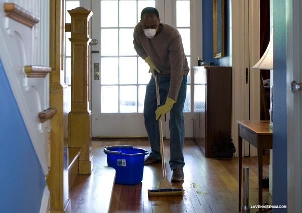 Làm sạch là rất quan trọng, vì chất hữu cơ có thể ức chế hoặc làm giảm khả năng tiêu diệt vi trùng của hóa chất.
