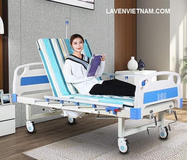 Giường bệnh nhân 2 tay quay Tajemy G02B có bô vệ sinh