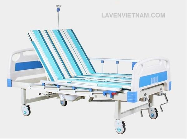 Giường bệnh nhân 2 tay quay Tajermy G02B có bô vệ sinh -0