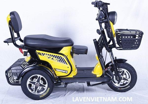Xe lăn điện 3 bánh RTS là dòng xe điện được thiết kế cho người già, người khuyết tật với ghế ngồi to chắc