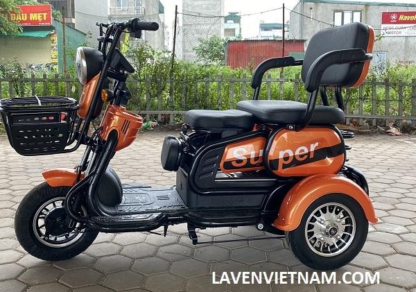 Xe lăn điện 3 bánh Super X3-LV4 là dòng xe điện được thiết kế cho người già, người khuyết tật với ghế ngồi to chắc
