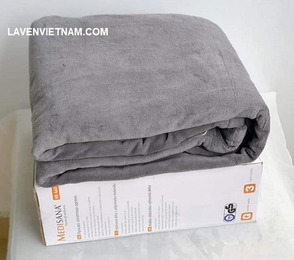 Thiết kế chăn mềm mại khiến bạn cảm giác ấm áp ngay khi đắp
