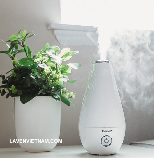 Được sử dụng như một loại nước hoa tại nhà, nhỏ 1-2 giọt hương liệu bạn muốn vào khay đựng tinh dầu của thiết bị và suốt cả ngày, Máy tạo ẩm Beurer LB37 sẽ làm ẩm không khí để tạo ra mùi hương dễ chịu ngay tại nhà.