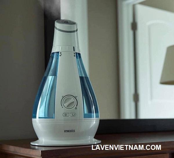Đầu xoay sáng tạo của nó có tính năng tạo ẩm 120 độ. Hoặc đặt vòi phun đứng yên và nhắm theo một hướng để có tác dụng làm sạch không khí. Nó có một bể chứa 1 gallon sẽ chạy đến 48 giờ.