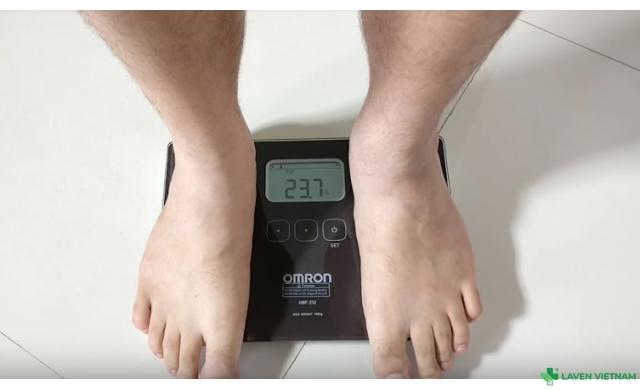 Cân đo lượng mỡ cơ thể Omron HBF-222T