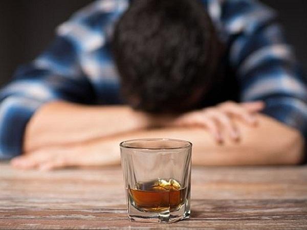 Vì không dung nạp rượu là một tình trạng di truyền nên hiện nay vẫn chưa có cách chữa trị dứt điểm. Cách tốt nhất để giảm các triệu chứng không dung nạp rượu là hạn chế hoặc loại bỏ việc uống rượu.